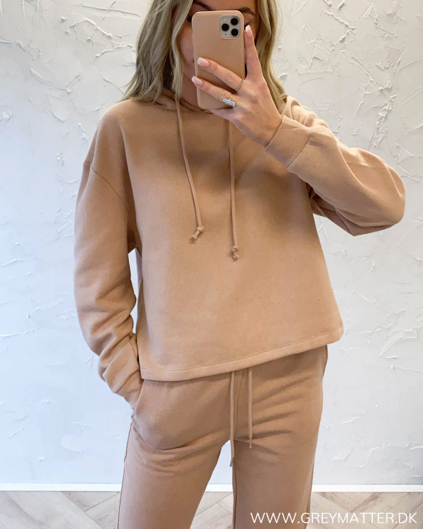 Pieces hoodie i camel farve