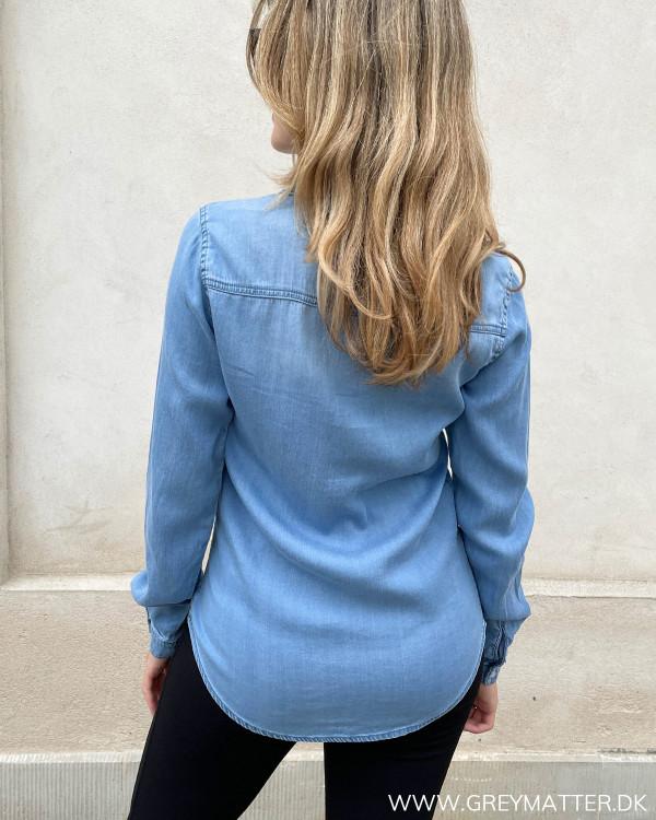 Langærmet skjorte i blå til damer