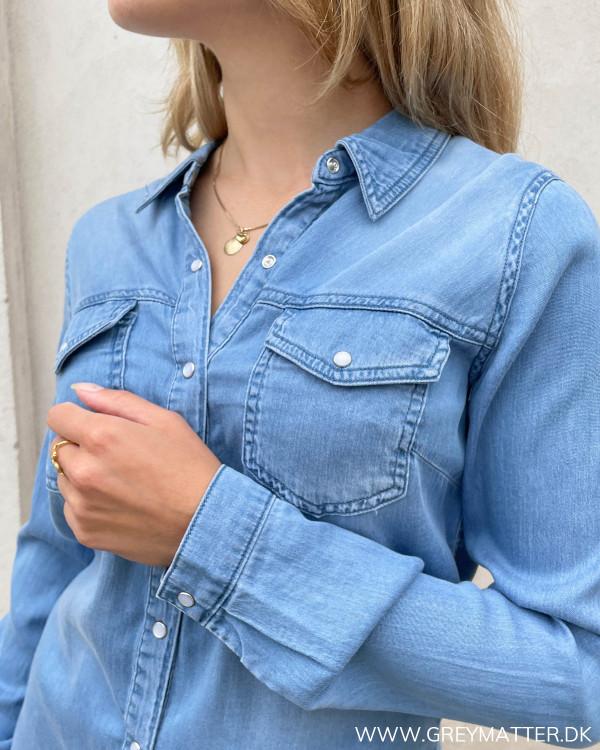Denimskjorter til damer med lommer og knapper