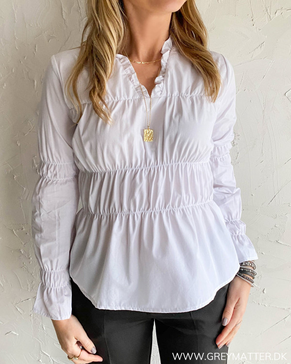 Hvid skjorte til damer med trendy detaljer fra Vila