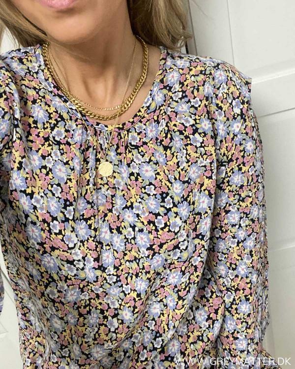 Bluse med blomsterprint fra Pieces