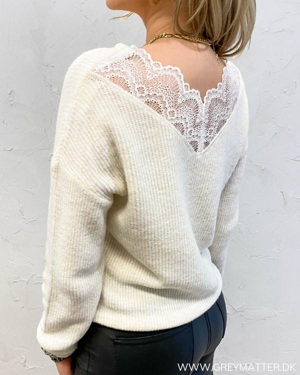 Hvid strik bluse med blonde