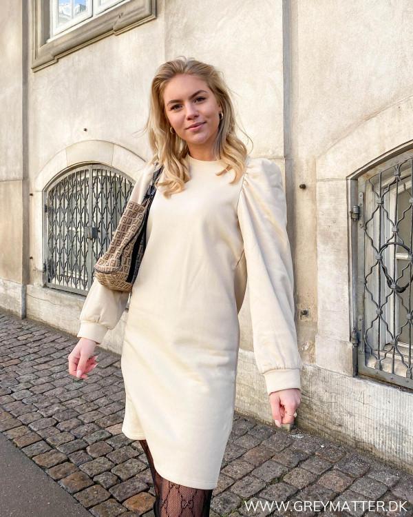Populær sweat kjole fra Pieces med pufærmer