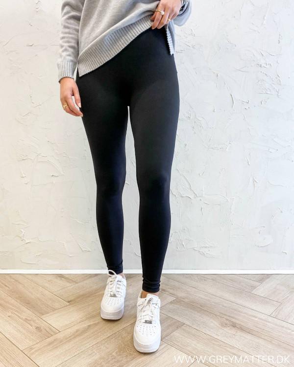 Sport legging i sort fra Only med elastik i taljen
