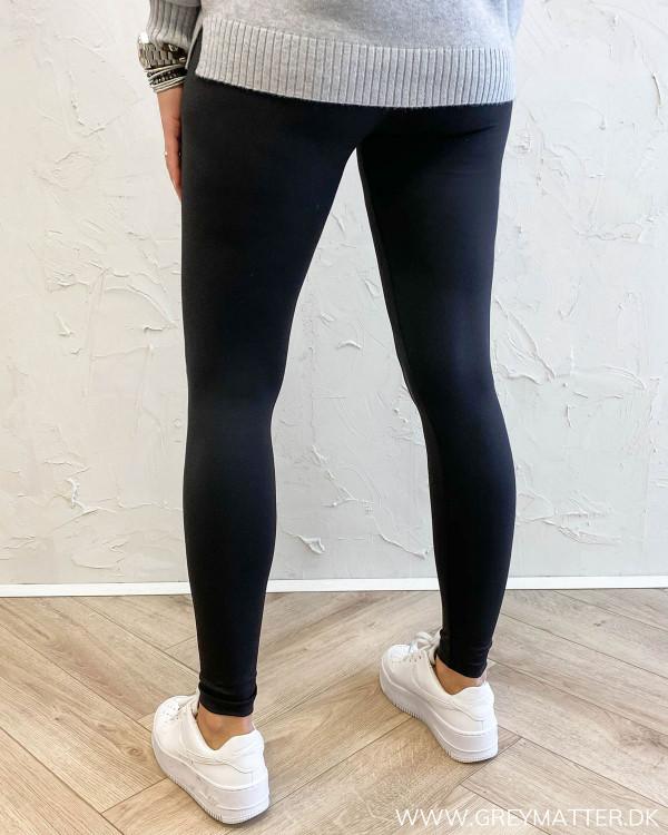 Stretchy sort legging med elastik i taljen fra Only