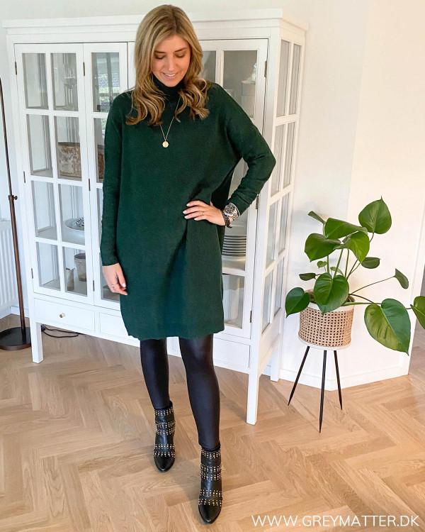 Rullekrave kjole i flaskegrøn fra Vila