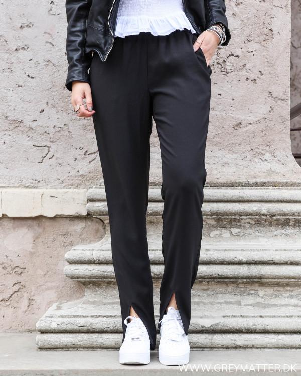 Sorte bukser fra Neo Noir set forfra