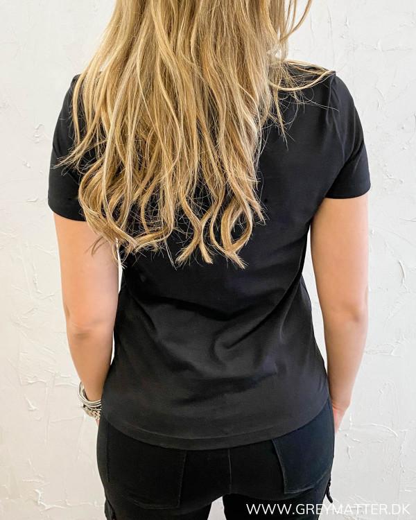Tshirt set bagfra i sort