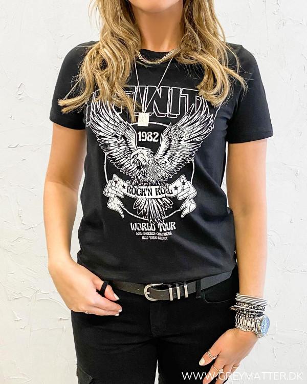Rå t-shirt til damer med ørne print