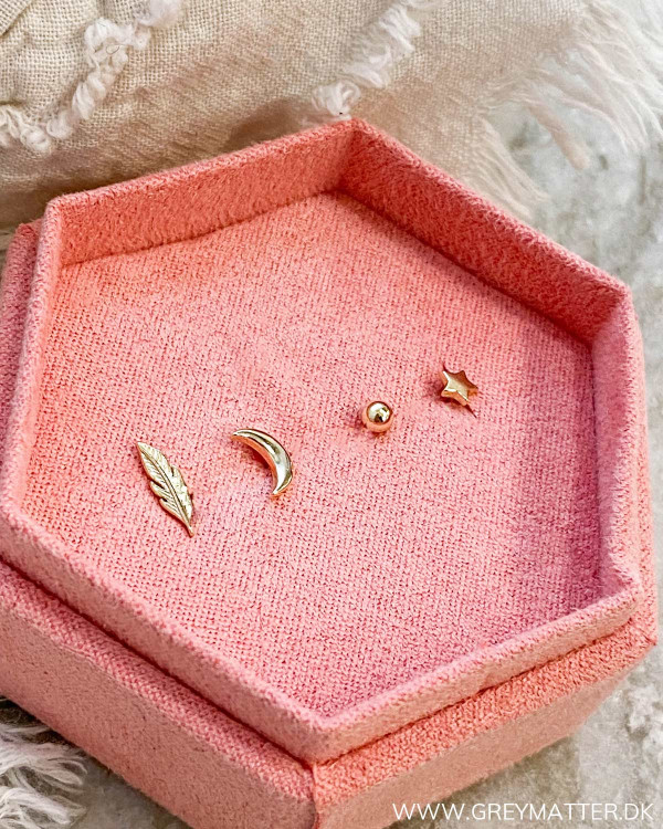 The Four Golden Earrings 03