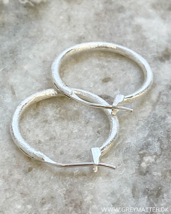 Minimalism Small Silver Hoops