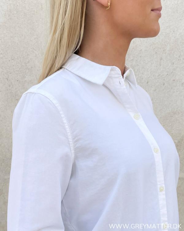 Klassiske skjorter til damer i hvide med krave