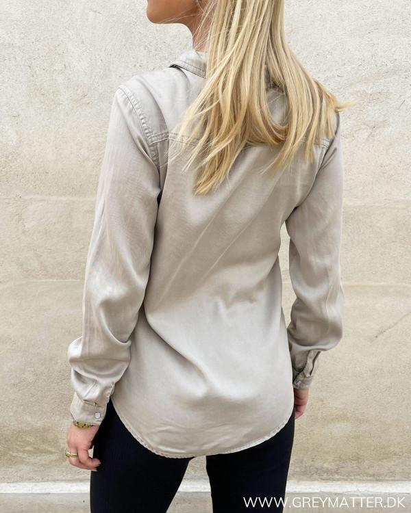 Langærmede skjorter til damer med krave