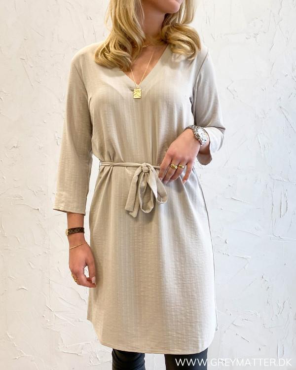 Vilovie Dove Dress