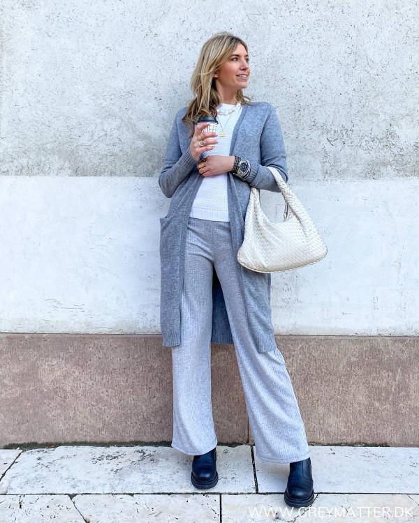Casual løse bukser til damer stylet med lang cardigan