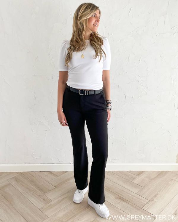 Sorte bukser til kvinder med flair forneden