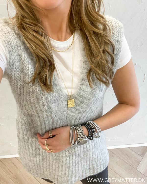 Vikrimia V-Neck Light Grey Vest