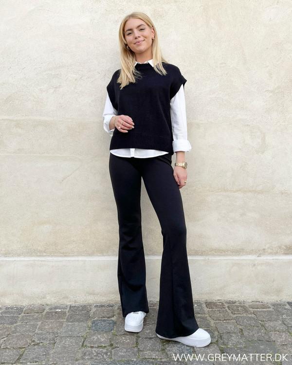 Sorte bukser til damer med stretch og elastik i taljen