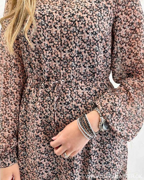 Kjoler med blomsterprint modetøj 2021
