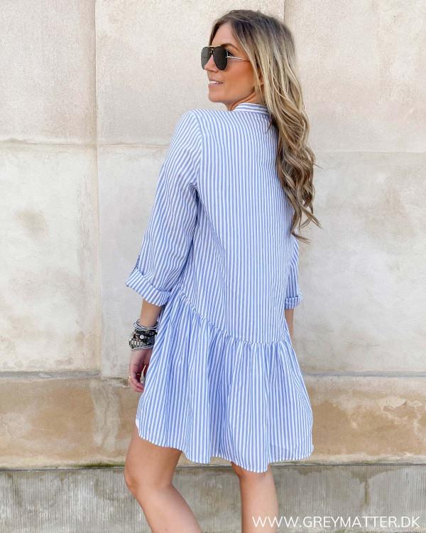 Only kjole med lyseblå hvide striber