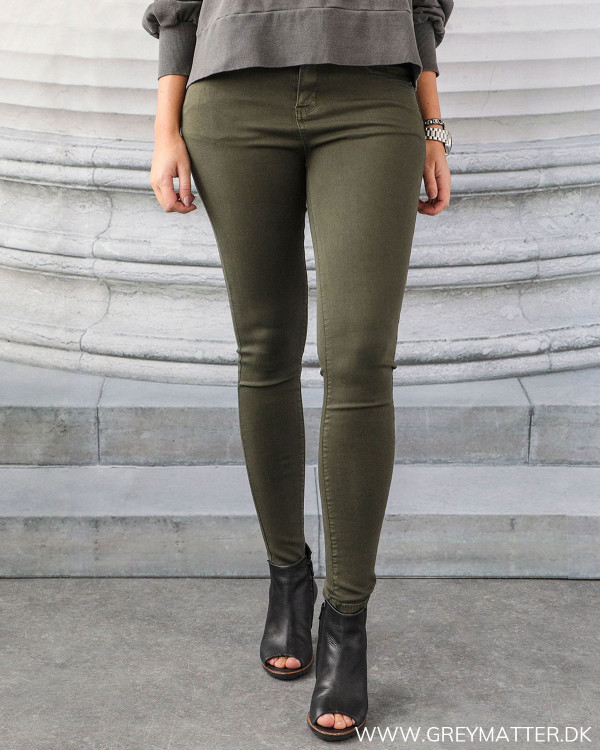 Skinny fit jeans i army grøn