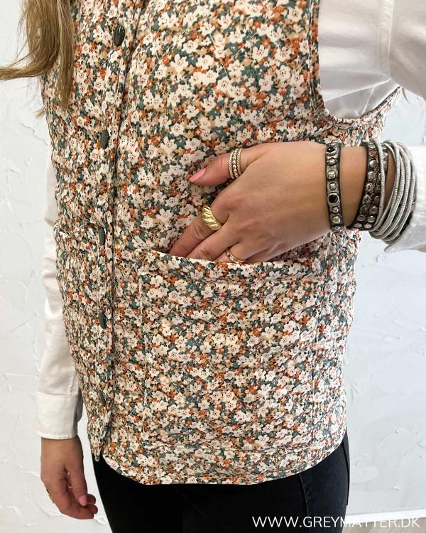Viminnie Birch Flower Quilted Vest