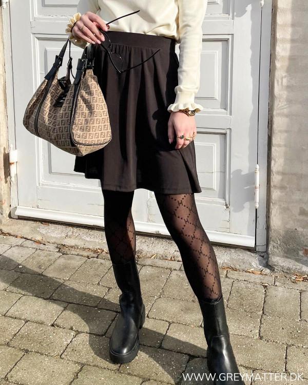 Sort nederdel i klassisk stil fra Pieces