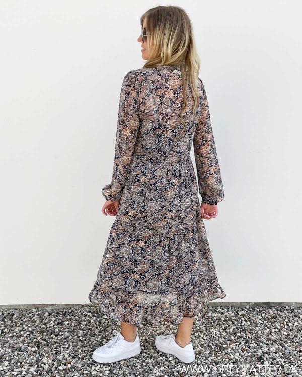 Kjoler med print i flotte farvekombinationer