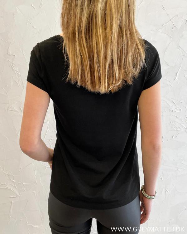 T-shirt med v-hals til damer