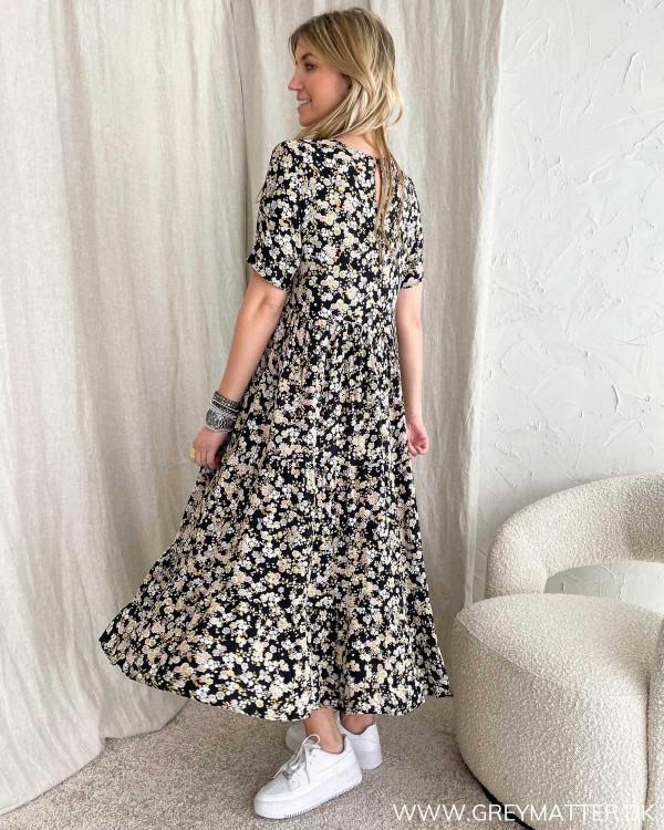 Blomsterprint kjole fra Pieces med kort ærme