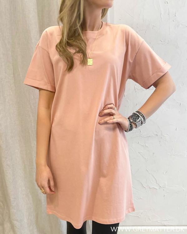 T-shirt kjole i smuk farve