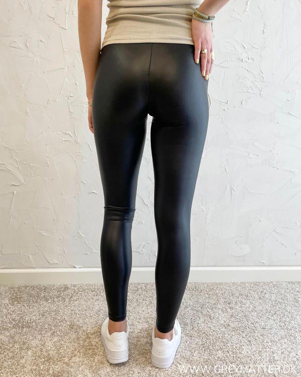 Sorte leggings med elastik i taljen fra modemærket Only