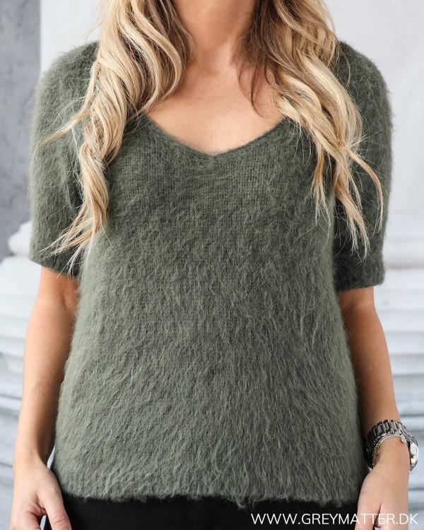 Short Sleeved Army V-Neck Knit