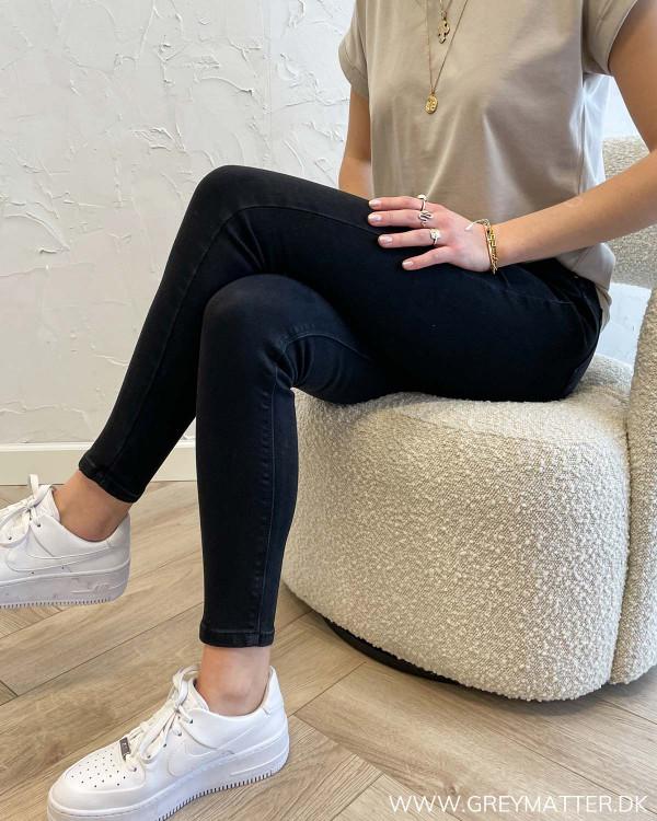 Sorte jeans til damer