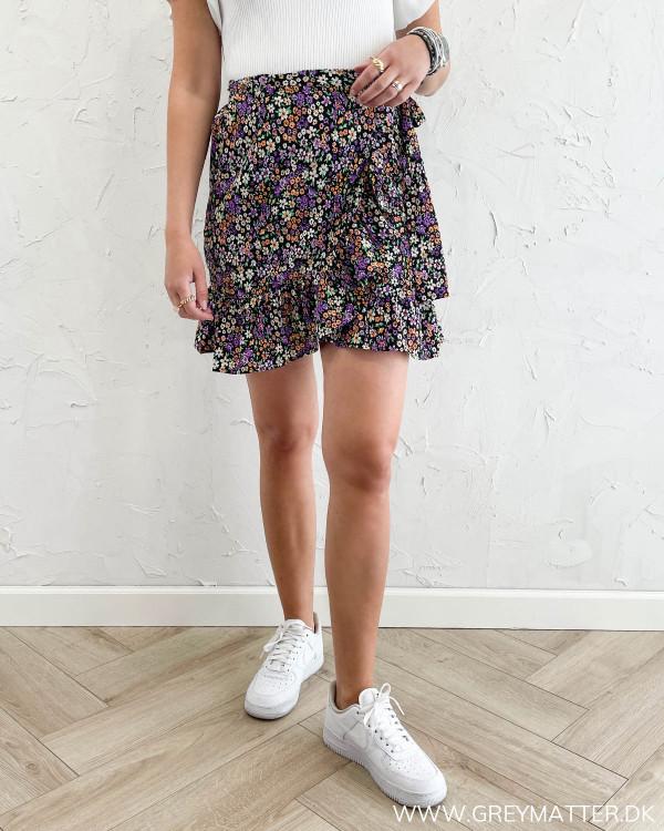 Slå-om nederdel med bindebånd