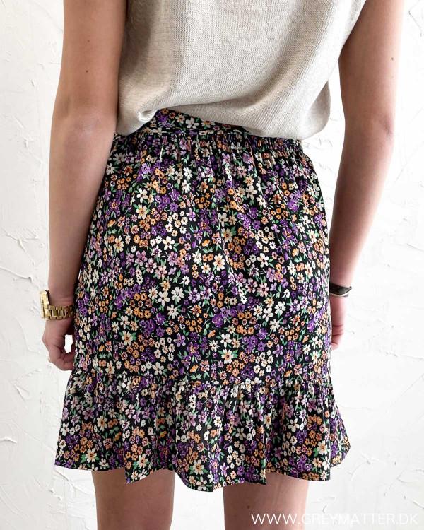 Kort nederdel med bindebånd