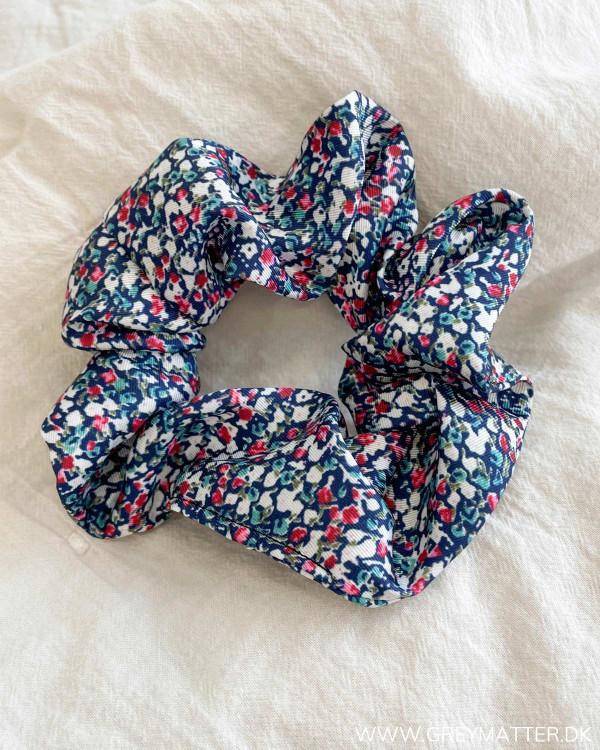 Pclacca Dark Blue Flowers Scrunchie