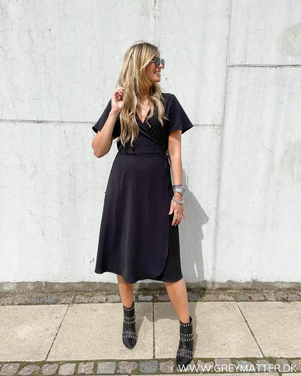 Sort klassisk kjole til damer