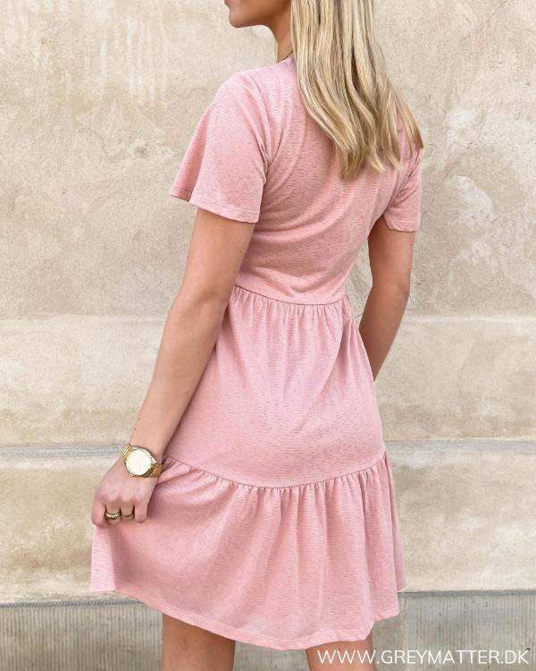 Vila kjole i lyserød
