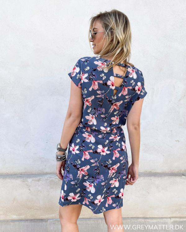 Kjole med detalje på ryggen