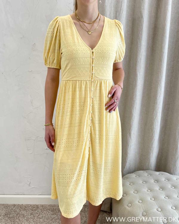 Gul kjole fra Vila