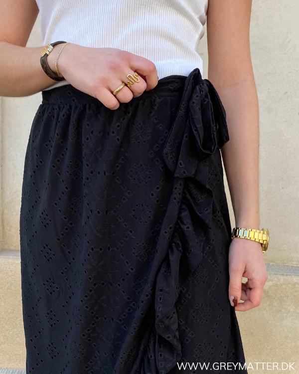 Nederdel med slå-om i sort