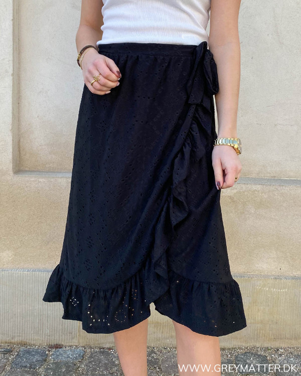 Sort nederdel med god længde