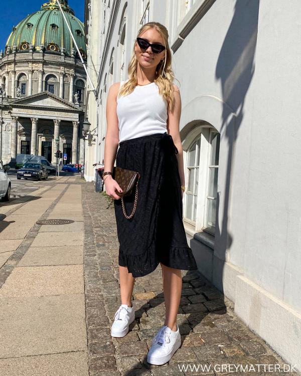 Slå-om nederdel i sort