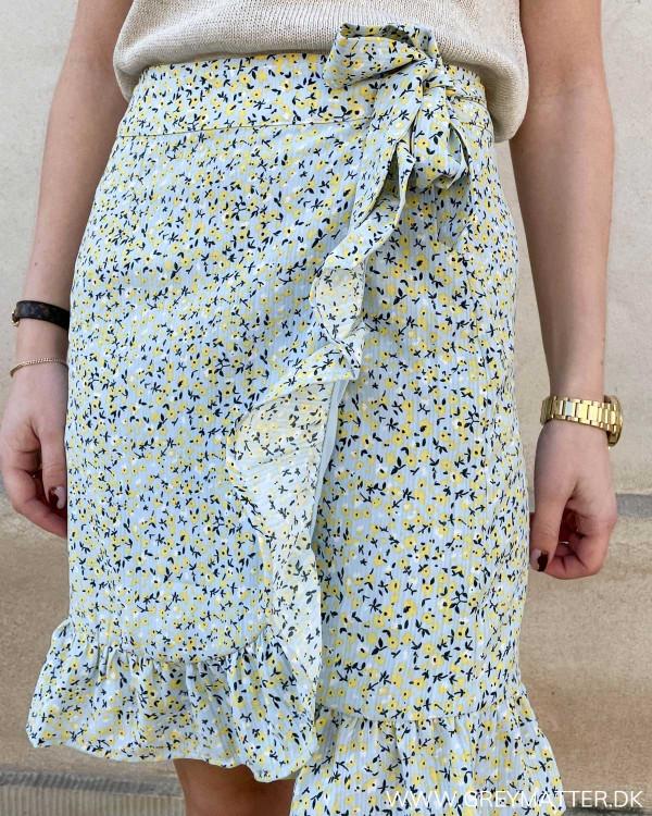 Slå-om nederdel med blomsterprint