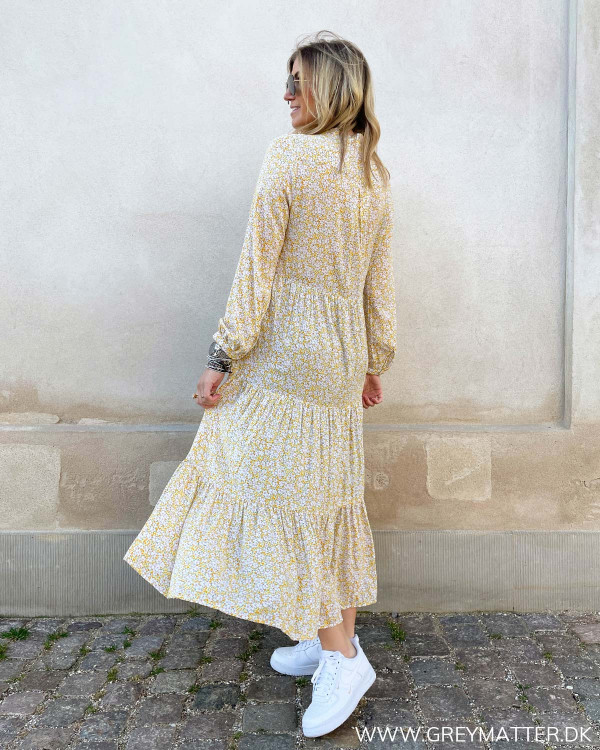 Gul kjole med print