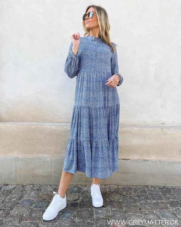 Blå kjole med print