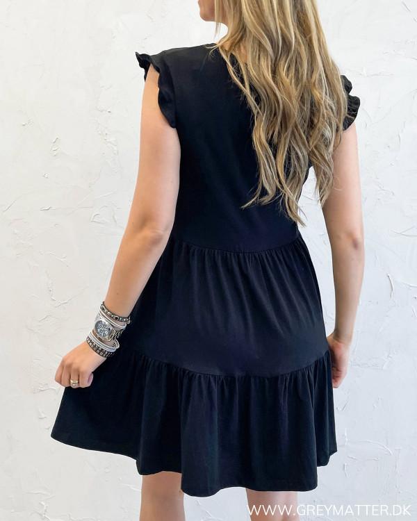 Kjole fra Only i sort uden ærmer