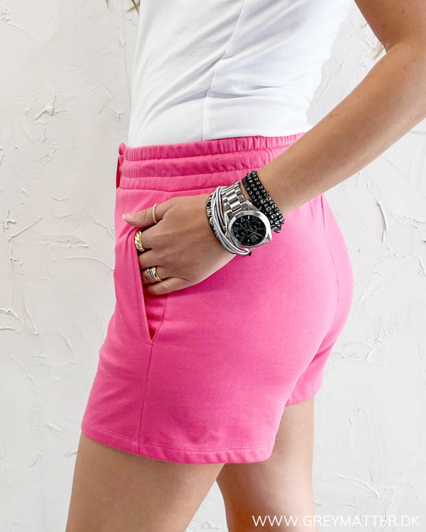 Mini sweat shorts i pink fra Only