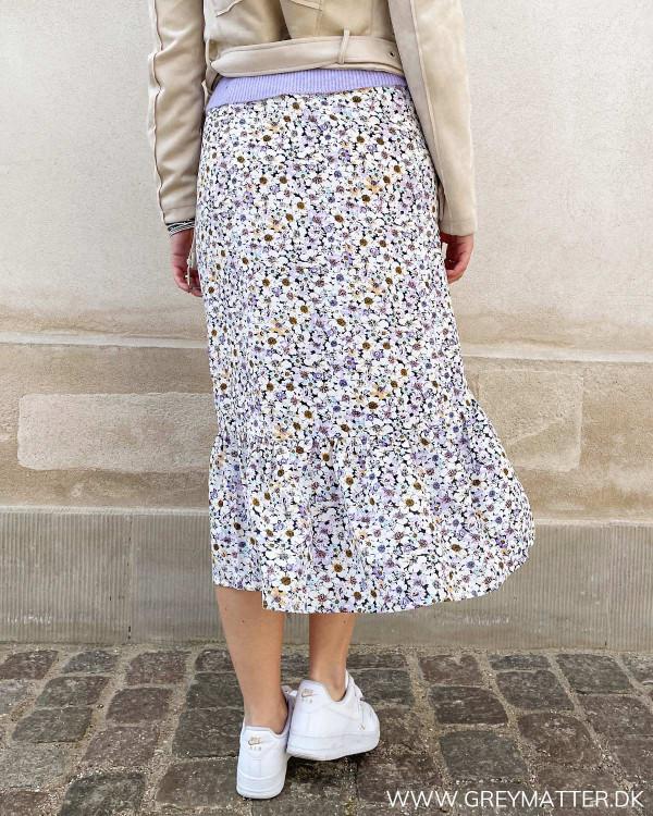 Sommer nederdel i midi længde til damer